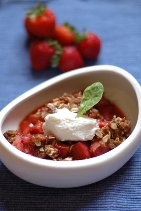 strawberry-rhubarb-crisp-1