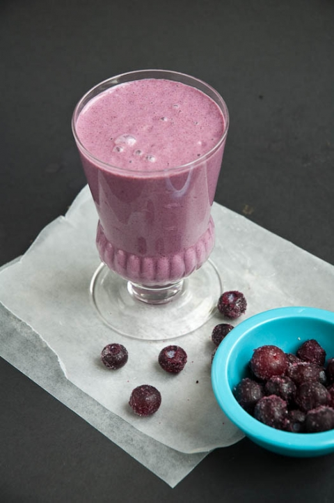 Purple Superfoods Blueberry Smoothie Recipe with Cacao | Umami Girl