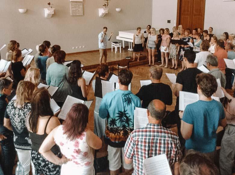 London Oriana Choir Sings in Tallinn Estonia | Umami Girl 780