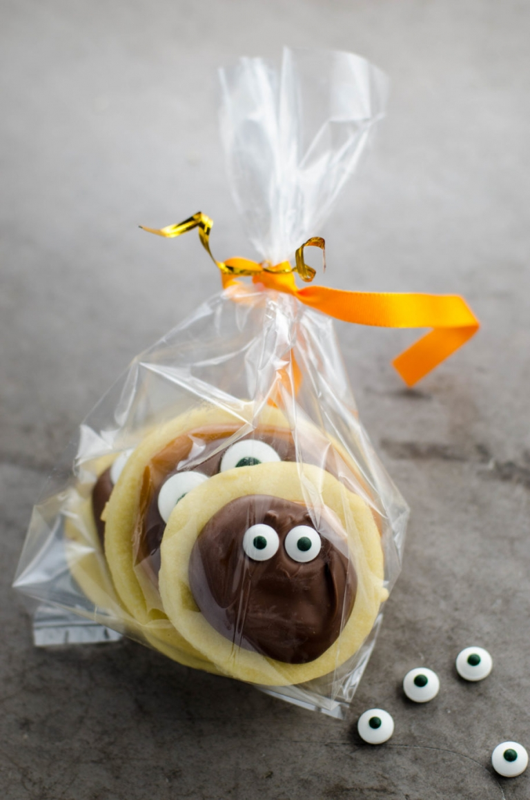 Homemade Twix Cookies with Googly Eyes | Umami Girl