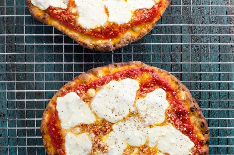 Naan Pizza Margherita | Umami Girl