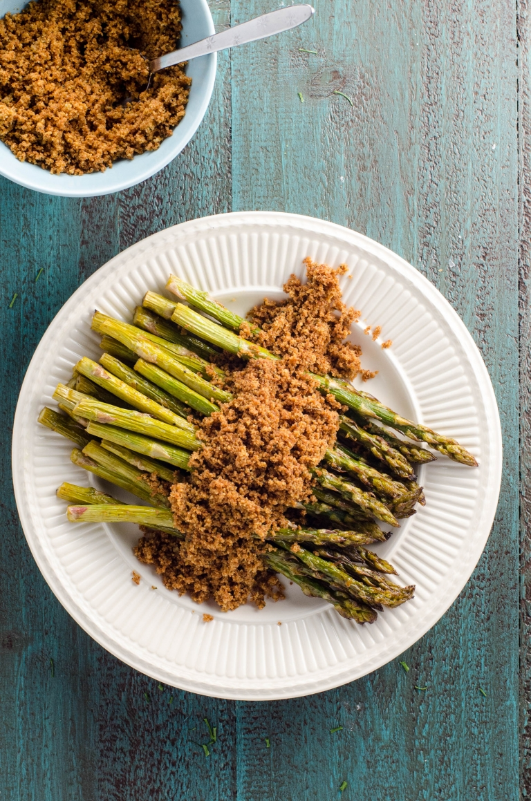 Roasted Asparagus (or Grilled Asparagus) with Buttery Bread Crumbs | Umami Girl