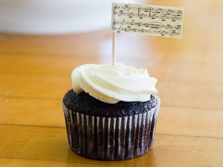 Perfect Chocolate Cupcakes with Buttercream Frosting Piano Recital Style 780 square | Umami Girl