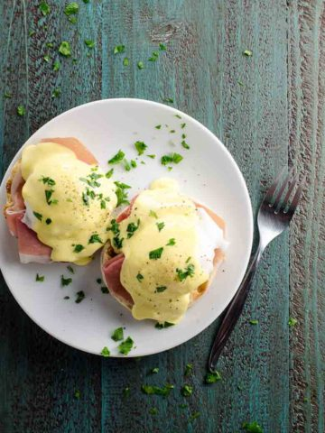 Prosciutto Eggs Benedict with Blender Hollandaise Sauce 780 | Umami Girl