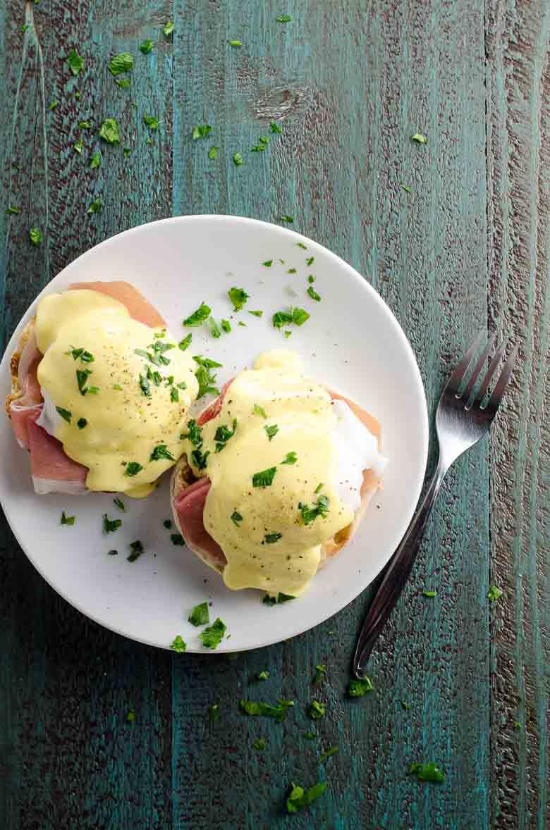 Prosciutto Eggs Benedict with Blender Hollandaise Sauce 780 | Umami Girl