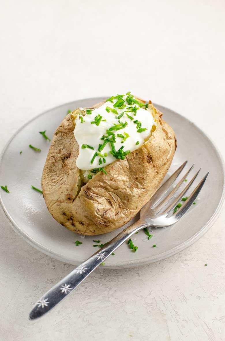 How to Bake a Potato Perfect Baked Potatoes with Sour Cream and Chives | Umami Girl 780