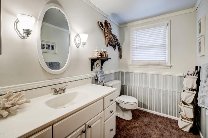 Half bath with carpeting before renovation