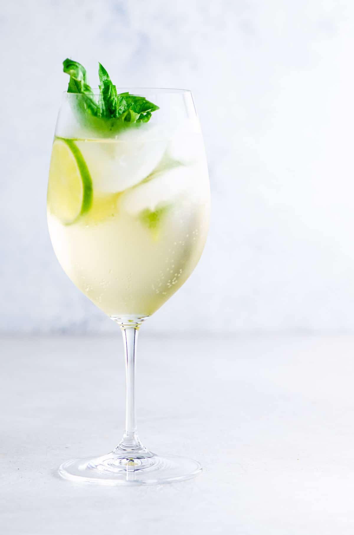 Hugo Spritz sparkling elderflower cocktail in a glass