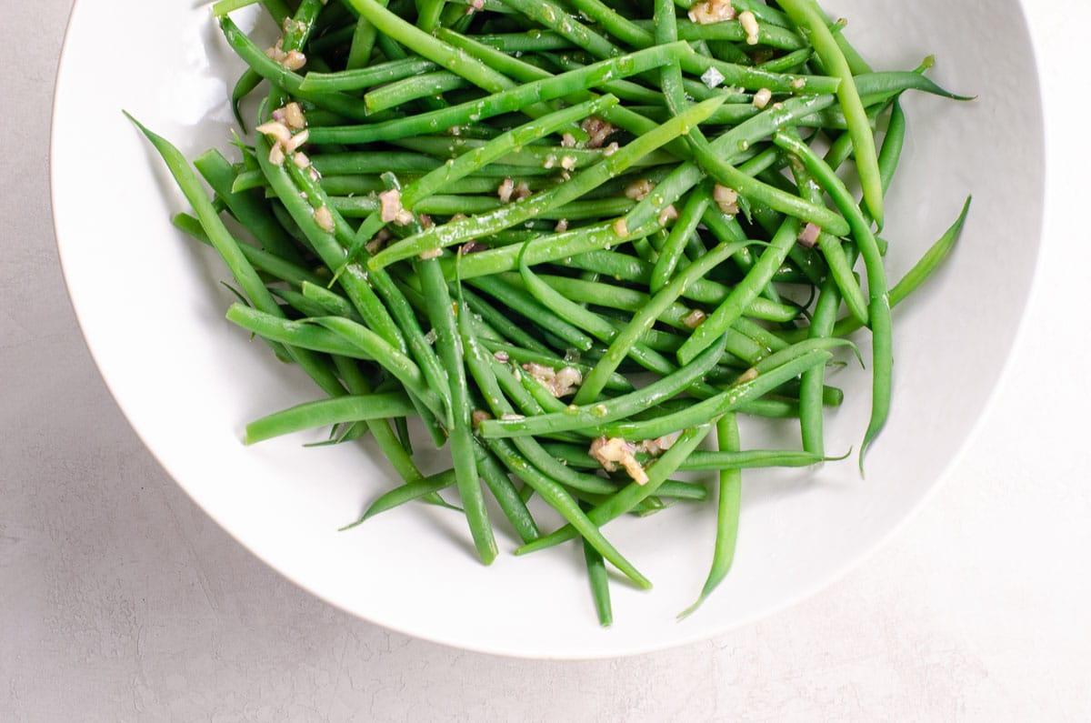 haricots verts vinaigrette in a bowl