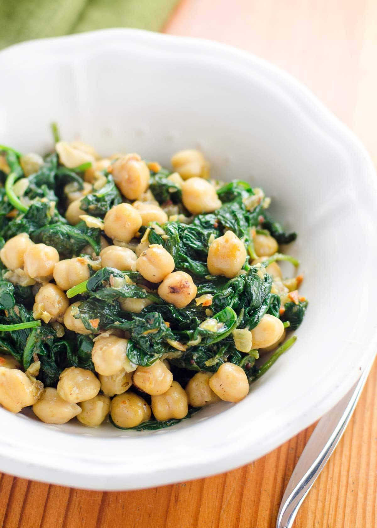 Spinach and chickpea curry in a bowl