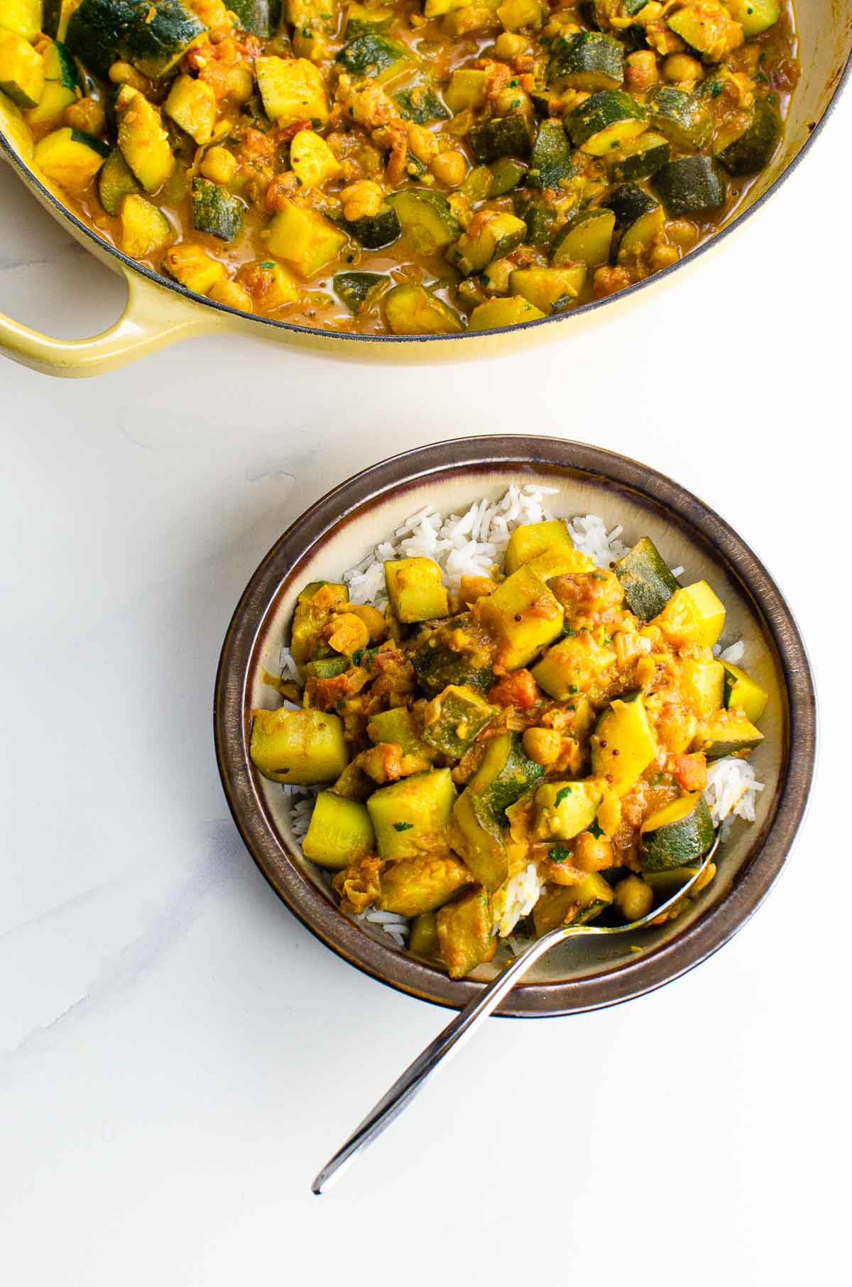 Zucchini curry with chickpeas