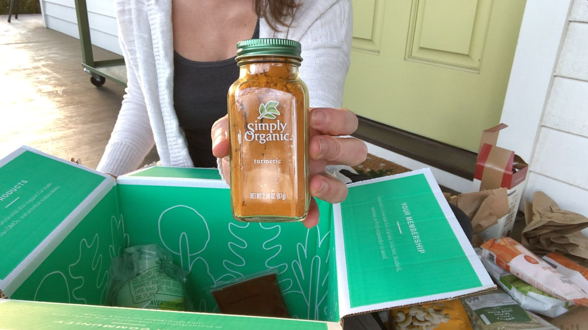 unboxing turmeric from thrive market